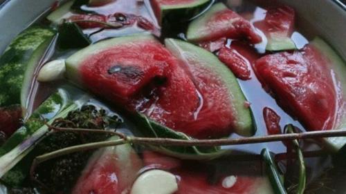 Соленые арбузы без уксуса. Как посолить арбузы в кастрюле кусочками быстро, просто и вкусно