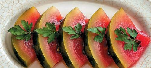 Арбуз малосольный в банке лучший рецепт. Как засолить арбузы кусочками в кастрюле, ведре или банке?